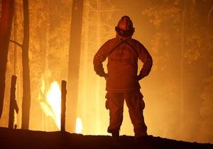 В США на газовом заводе после серии взрывов начался пожар