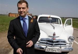 Янукович и Медведев приняли участие в автопробеге