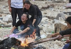 Дожди в Китае вызвали новые оползни: пять человек погибли и не менее 500 оказались заблокированными
