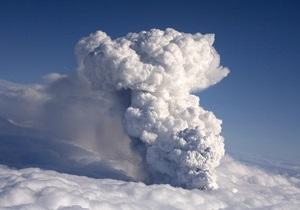 Фотогалерея: Грозный Эйяфьяллайекюль. Извержение вулкана парализовало авиасообщение в Европе