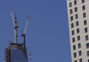 В Нью-Йорке для монтажа подняли шпиль нового Всемирного торгового центра