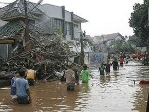 В столице Индонезии прорвало дамбу: число жертв выросло до 77 человек