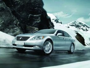 Полноприводный LS AWD появился в официальной дилерской сети