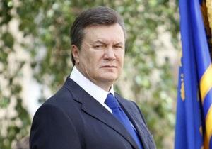 Янукович поздравил таможенников, но отметил, что люди жалуются на них справедливо