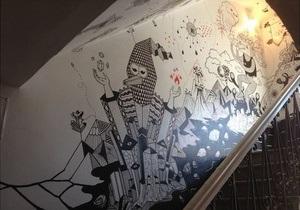 новости Киева - художники - Крещатик - В центре Киева энтузиасты художественно разрисовали стены трех этажей