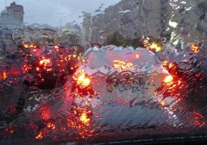 Из-за дождя в Киеве образовались многокилометровые заторы
