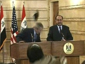 Иракский репортер швырнул в Буша ботинком