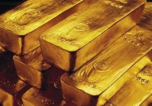 Доллар укрепляется. Евро, нефть и золото дешевеют