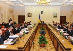 Азаров закрепил министров за каждой областью