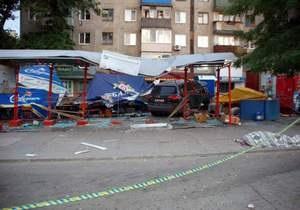 новости Украины - ДТП - В Стаханове пьяный водитель въехал в остановку: есть жертвы