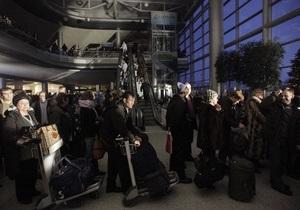 Более 20 тысяч человек не могут вылететь из Домодедово и Шереметьево