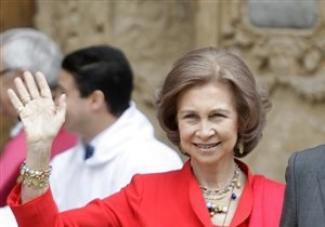 Вертолет с королевой Испании на борту совершил вынужденную посадку