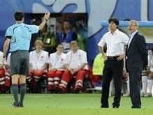УЕФА: Судья не должен был показывать красную карточку тренерам