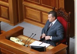 Янукович и Азаров прибыли в парламент