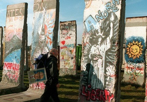 Сегодня в Германии отмечают годовщину падения Берлинской стены