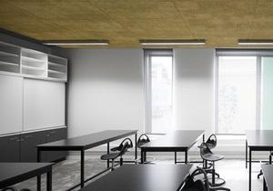 Стекло и бетон. Уникальный интерьер школы в Португалии
