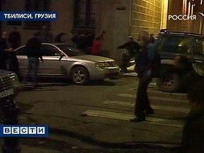 Машина протаранила баррикады грузинских оппозиционеров