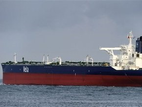 Пираты отогнали танкер с 2 млн баррелей нефти на борту на свою базу