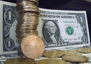 Доллар удерживает позиции на межбанке, евро отыграл вчерашнее падение
