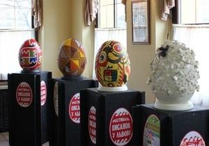 Во Львове открылась выставка метровых пасхальных яиц