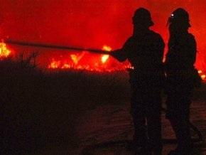 Огонь с трех сторон подступил к Лос-Анджелесу
