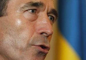 Генсек НАТО заявил, что режиму Каддафи придется ответить за насилие против народа Ливии