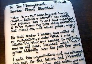 Новости Великобритании - странные новости: Британский таможенник напечатал заявление об увольнении на торте