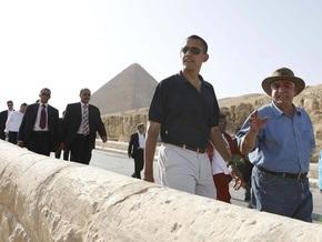 Обама осмотрел египетские пирамиды и отправился в Германию