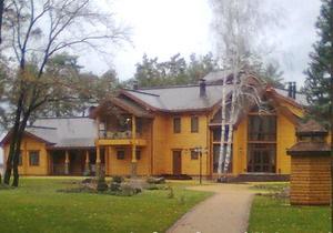 УП опубликовала фотографии  охотничьего дома Януковича