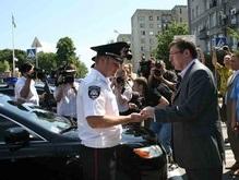 Луценко подарил киевскому ГАИ иномарки