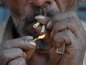 В Казахстане запретили курить в общественных местах