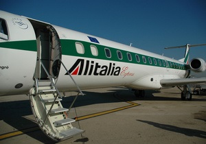В итальянских аэропортах пассажиров грабила банда из 86 человек