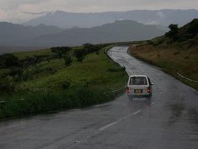 В Азербайджане столкнулись грузовик и микроавтобус: пострадали 19 человек