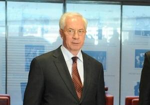 Азаров признался, что перед ним стоит дилемма: или пенсии не платить, или льготы сократить