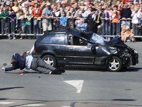 В Нидерландах автомобиль врезался в толпу во время празднования Дня королевы