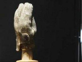 Перчатку Майкла Джексона купили за $350 тысяч