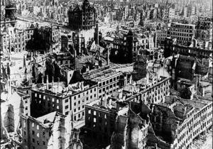 Пылающий Дрезден: зачем бомбили город на Эльбе?