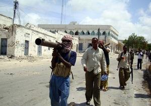 В аэропорту Могадишо прогремели два взрыва: восемь погибших