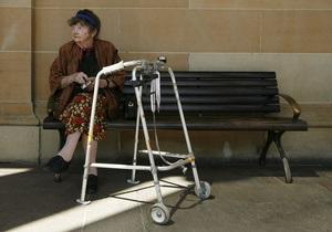 90-летняя немка отбилась от воров ходунками