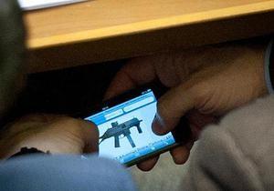 Бывший водитель Ахметова во время заседания Рады выбирал в интернете пистолет