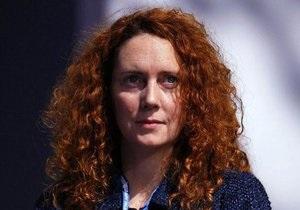 Экс-глава британского отделения корпорации News Corp отпущена под залог