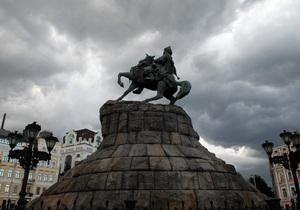 В Киеве возле самых известных памятников появятся парковки
