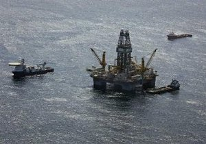 В Мексиканском заливе спасены семеро нефтяников