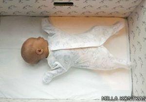 Би-би-си: Почему финские младенцы спят в коробках