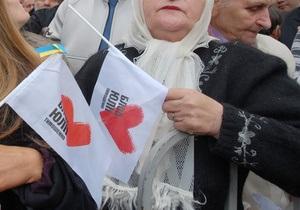 Батьківщина: Неизвестные в масках сломали челюсть пожилой женщине из избирательного штаба