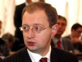 Яценюк: Украинскими военными должны руководить профессиональные офицеры