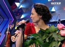 Жена Виталия Кличко на ток-шоу Большая политика спела песню Чом ти не прийшов?