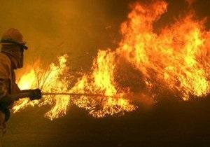В столице Австралии горит химический завод