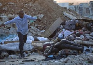 Гаити: из-под завалов в столице извлекли 30 человек. Город по-прежнему завален телами погибших