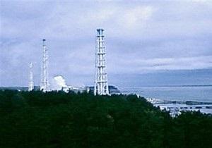 Над Фукусима-1 поднимается столб белого дыма